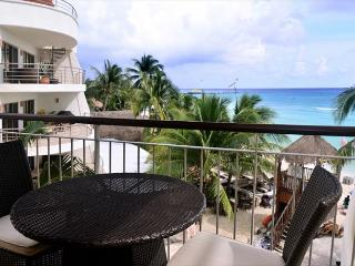 Luxurious 1 bedroom 2-bathroom beachfront condo (EFS307), Playa del Carmen