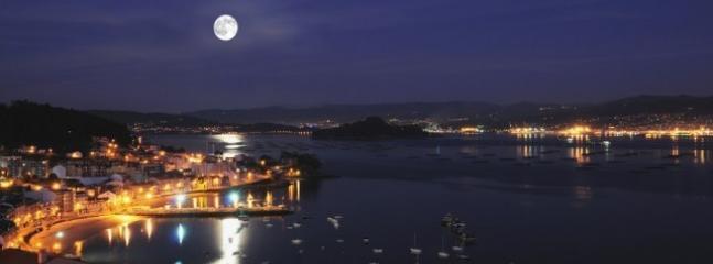 Raxó está situado a: 5 Km. de Sanxenxo, Portonovo y Combarro. 12 km de Pontevedra.