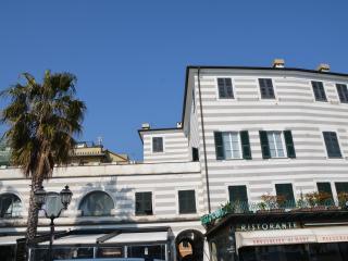 Casa Garibalda : seafront apartment, Rapallo