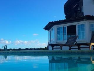 Guesthouse BB exceptionnelle vue sur la mer, proche aeroport et tous commerces