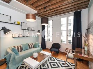 Cozy 1BD/1BTH in very quiet street near the Louvre Museum