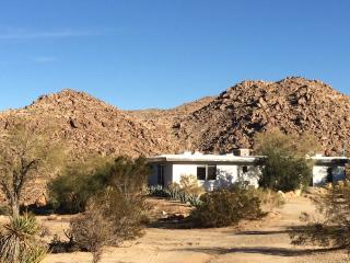 Beautiful Studio Overlooking Boulders in Joshua Tr, Joshua Tree