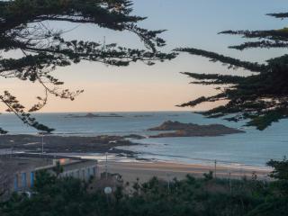 Villa à 30 mètres de la plage !!!! Exceptionnel !!, Dinard