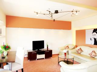 CERT ACCOMMODATION-BRANDY 2BEDROOM LUXURY AP, Bukarest