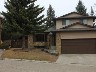 19 Edgewood Place NW, Calgary