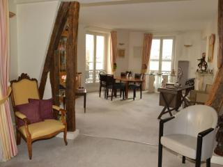 An apartment of 120 m2, comfortable in Paris