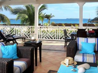 MANON at CARIBBEAN PRINCESS C3...lovely beachfront condo with ocean views & 2 equal king bedrooms w/ en-suite baths, perfect for 2 couples!, Orient Bay
