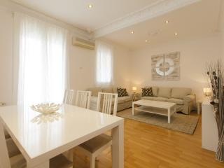 Cozy Rambla Cataluña 4 bedrooms