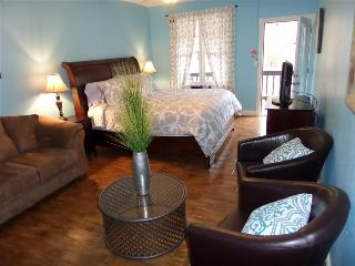 Bella Paradiso Condo 8 - King Studio with Kitchenette - Walk to Downtown, Eureka Springs