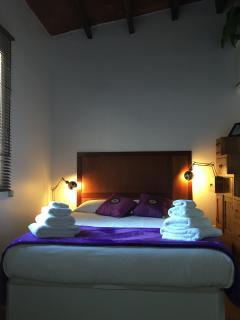 Dormitorio principal con cama de 1,50x190