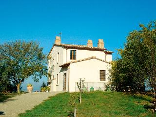 Restored 18th century casale with pool in southern Umbria. HII POL, Umbría