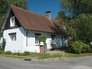 Pretty rural cottage with lots of beams!, Hesdin
