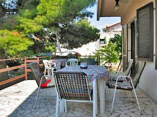 Apartment Neno for 8 - 80 m from the sea, Grebastica