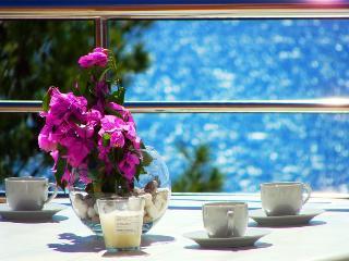 Villa San Marino Apartment 7 for 5 with sea view and WiFi, Pakostane