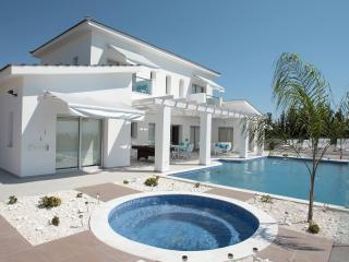Monte Mare Elite Villa in Paphos - HEATED POOL