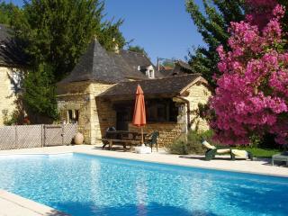 Gite La ferme de Charnaillas avec piscine, Aubas