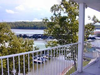 3 BR, 2 Bth Lakefront condo in Lake of the Ozarks