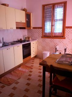 comoda cucina con uscita in veranda