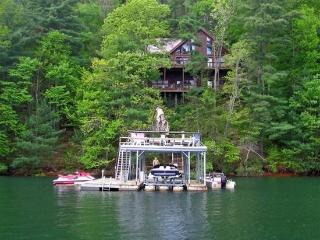 LAKESIDE LODGE- 3BR/3.5BA- CABIN ON LAKE BLUE RIDGE, SLEEPS 9, NEXT DOOR TO LAKE HIDEAWAY, BEAUTIFUL MOUNTAIN VIEW, DOUBLE DECKER DOCK, HOT TUB, WIFI, PET FRIENDLY, SAT TV, GAS LOG FIREPLACE, AND DEEP WATER! STARTING AT $250 PER NIGHT!, Blue Ridge