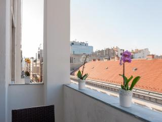 Budapesting's Basilica Balcony Apartment 2Be/2Ba