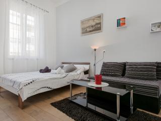Comfortable studio with A/C and WI-FI near centre, Split