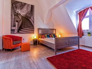 Opera luxury 125 sqm 3 br A/C wifi apartment, Budapeste