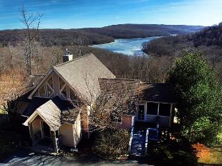 Amazing mountain home with spectacular lake views!, McHenry