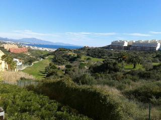 Apartment with fantastic golf and sea views, Puerto de la Duquesa