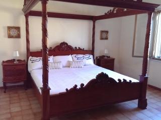 Farmhouse with 4 poster, pool, pizza oven and WiFi, Alghero