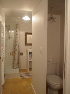 dalle de douche, lave linge, sèche cheveux, fer à repasser