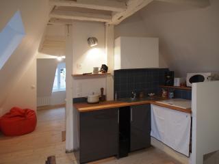 cuisines, épices et petite épicerie, micro onde , cafetière, grille pain...