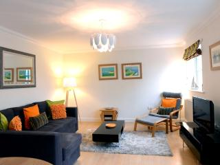 Beachside Spacious Apartment Off The Beach for Couples & Small Families of 3