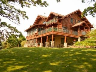 Beautiful Full Log Lodge on 44 Acres, Blue Mounds