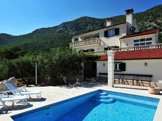 Villa Moja Stina, Omis