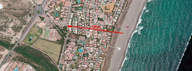 distancia a la playa 400 m.