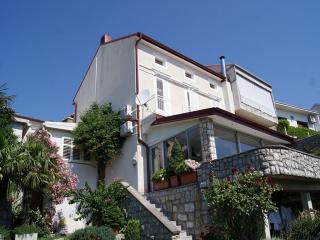 Apartment Maja*** / 4+1, Crikvenica