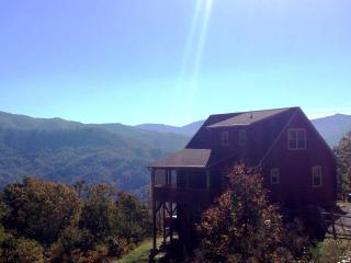 'Smoky Mountain Dawn' Romantic, Private, Luxurious, Bryson City
