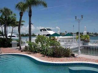 Pass-A-Grille Beach Boat House Sleeps 6 Pool Wifi, Saint Pete Beach
