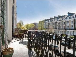1 bedroom flat with large balcony in Little Venice, London