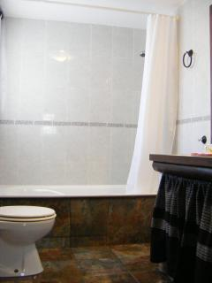 The lovely second bathroom in Casa Rosa.