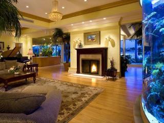 Pass-A-Grille Beach Bay House Sleeps 9 Pool Wifi, Saint Pete Beach