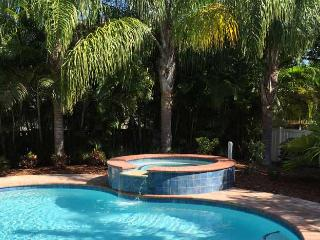 Twin Heron: 4BR Family-Friendly Pool Home, Holmes Beach