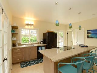 Fully Equipped Kitchen( adjacent barbecue outside),Quartz top counter, Eco-friendly cabs, blown pend