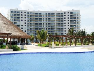 Brandnew Beachfront Condo in Cancun, Cancún