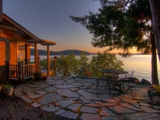 Sea Dream, Magic Cottage at water's edge, Orcas Island