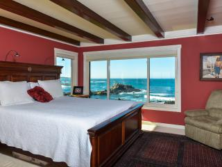 Magnificent Rocky Shores - 6 Bedrooms on the Beach, Pacific Grove