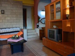CR115 - Apartment 1, Stanici