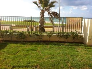 Seaview Garden 2BD Apartment, Haifa