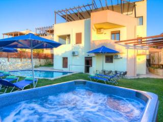 Paradise Villa - Ideal for Groups, Pool & Hot Tub, Prines