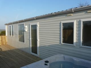 The Caravan - with Private Decking, Ramp Access & Hot Tub